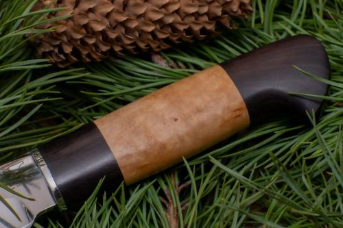 Деревянная рукоятка лесного ножа